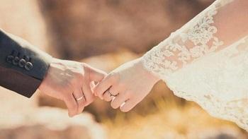 pasangan-menikah-189-gandengan-tangan